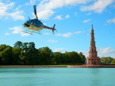 Balade à bord d'un hélicoptère (25min), proche Tours (37) - Survolez des sites prestigieux de la Loi