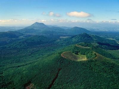 Balade hélicoptère au-dessus du parc national des volcans d'Auvergne - 50 min - Un Vol touristique i