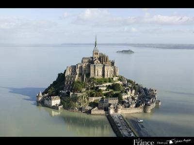 Baptême hélicoptère touristique autour du Mont Saint-Michel et du Cap Fréhel - Près de Dinan et St M