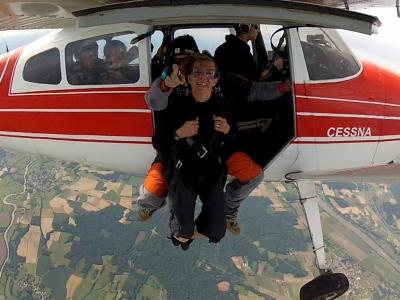 Baptême saut en parachute tandem à Lons-le-Saunier - Venez sauter entre Dole et Bourg en Bresse, dan