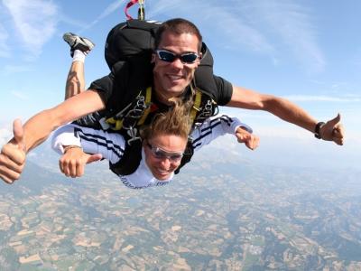 Baptême saut en parachute tandem - Près de Gap Tallard, Hautes-Alpes (05), Région PACA - 50 secondes