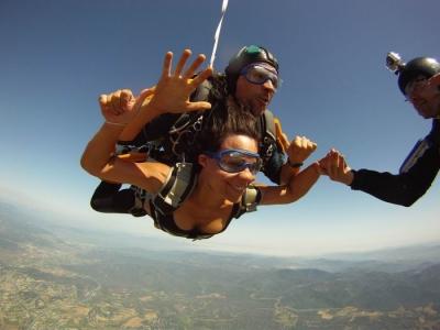 Baptême saut en parachute tandem - A 159 km de Paris, près d'Auxerre, Yonne (89) - 50 secondes de ch